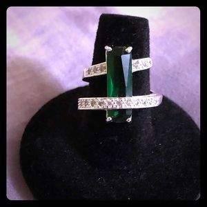 Jewelry - 🌺GIFTED🌺unique emerald and CZ cocktail ring